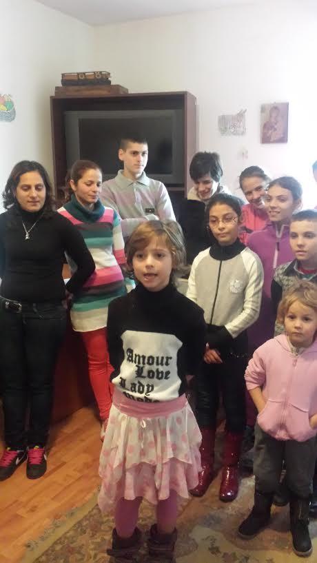 Organizaţia Municipală PNL Craiova a oferit azi daruri de Sarbatori copiilor aflaţi în suferinţă sau care nu au o locuinţă