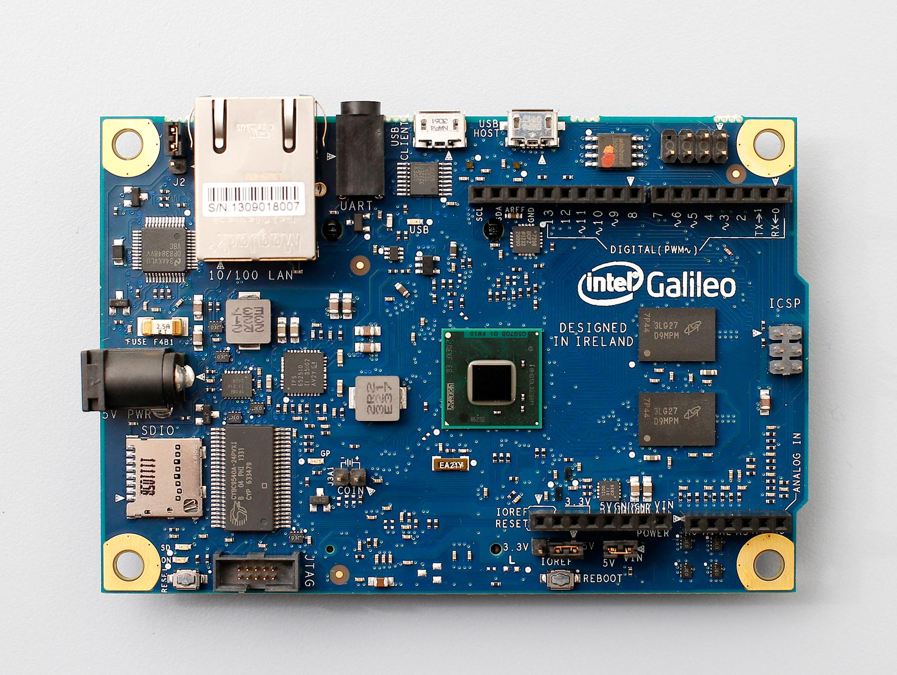 Intel donează 580 de plăci de dezvoltare Intel® Galileo în 21 de facultăţi din România