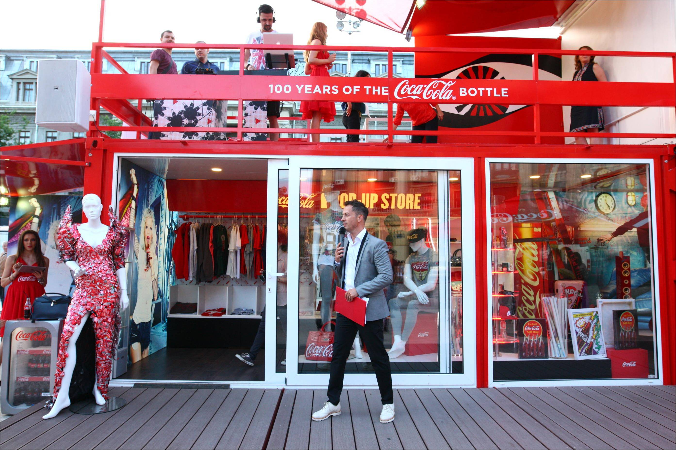Coca-Cola POP-UP STORE a ajuns în Piața Universității