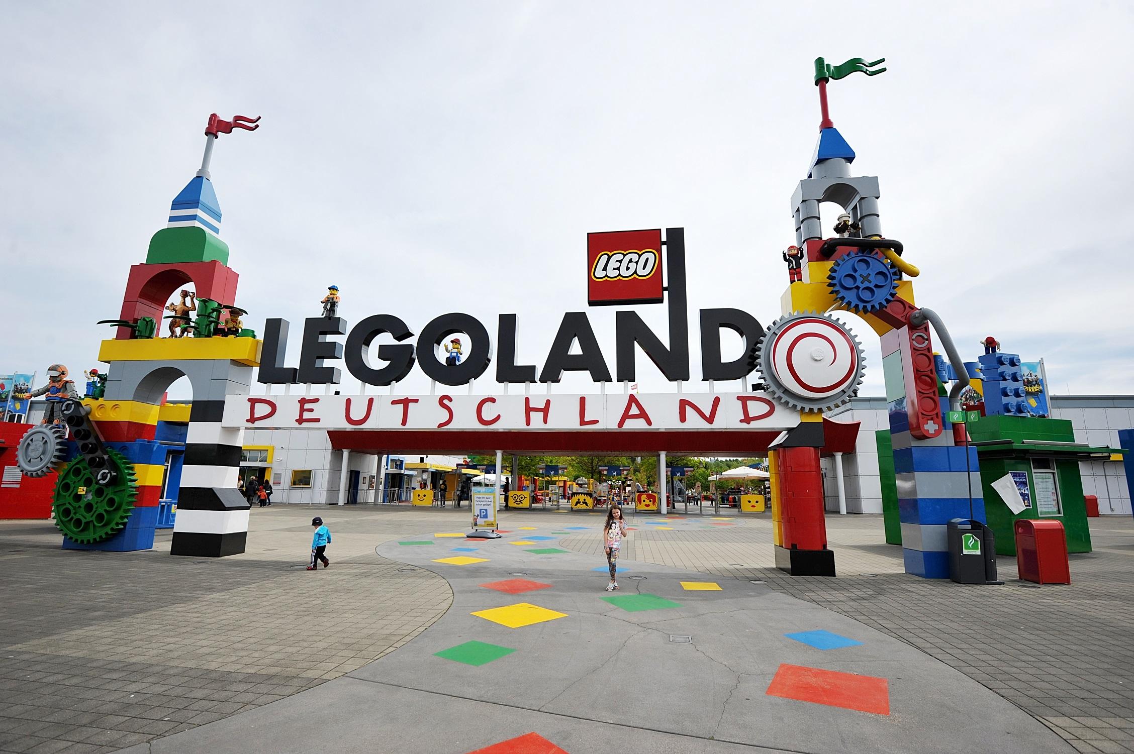 Disneyland, Legoland și PortAventura, parcurile de distracție favorite ale copiilor români