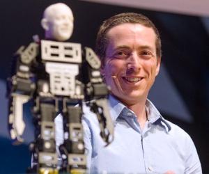 Robotul dansator și brățara care controlează de la distanță PC-ul, prezentate în premieră publicului din România, la IMWorld