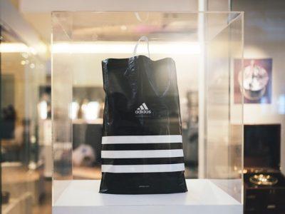 adidas Group renunță la  pungile din plastic folosite în  magazine