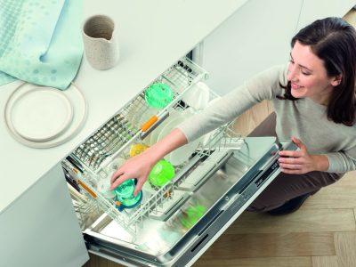 Miele aduce în România primele mașini de spălat vase cu program scurt de spălare