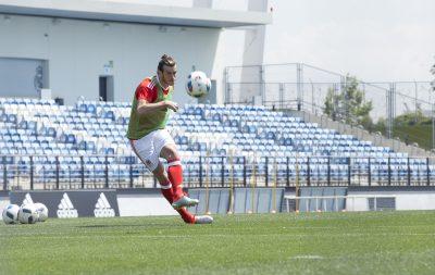 În cel mai recent film din seria First Never Follows, starul galez Gareth Bale este gata să-și inspire compatrioții înaintea celui mai important meci din cadrul UEFA EURO 2016TM