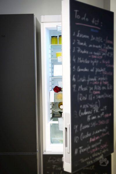 Miele lansează în România primul frigider cu front de tablă neagră