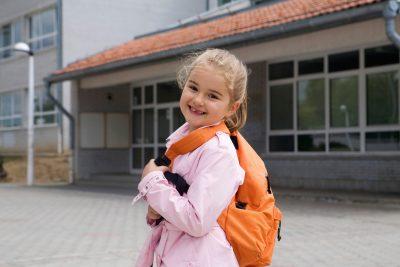 La ce sa fiti atenti cand cumparati ghiozdane pentru copii?