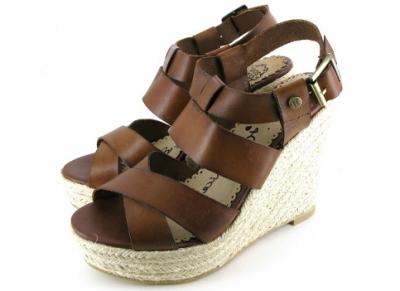 Cauti o vestimentatie inspirata? Elementul cheie sunt pantofii cu forme indraznete!