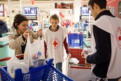 Carrefour și Crucea Roșie au ajutat aproximativ 18.000 de familii din cele 41 de judeţe ale tării prin Programul Banca de Alimente