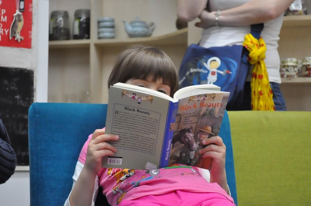Doar 8% dintre copiii bucureșteni citesc de plăcere în timpul liber