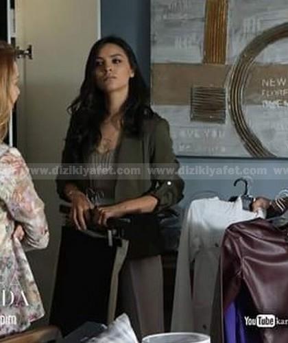 Zeynep-gri-elbise-ve-ceket