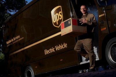 UPS SE ANGAJEAZĂ SĂ UTILIZEZE MAI MULTE VEHICULE ALTERNATIVE, COMBUSTIBILI ȘI ENERGIE REGENERABILE PÂNĂ ÎN 2025