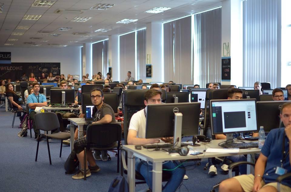 Şcoala gratuită de programare ACADEMY+PLUS se deschide la Bucureşti cu 120 de locuri disponbile