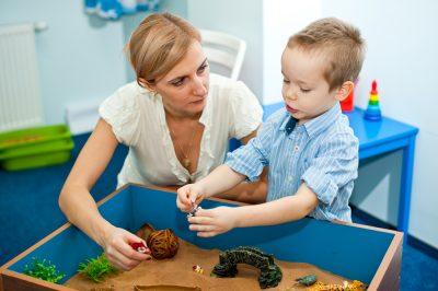 Plecarea la munca in strainatate a parintilor, efecte dramatice pentru copiii lasati acasa
