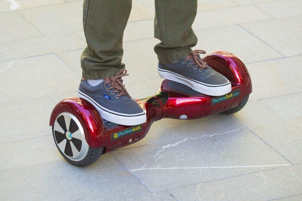 Hoverboard-ul – o moda sau viziunea unui viitor dominat de tehnologie?