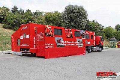 """Caravana SMURD """"Fii pregatit"""" a ajuns in 60 de localitati din intreaga tara si a instruit peste 20.000 de persoane in acordarea primului ajutor"""