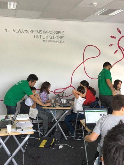 Peste 200 de copii învață programare și robotică în cadrul atelierelor CoderDojo București Nord,  prin susținerea Telekom Romania și a Fundației Telekom Romania