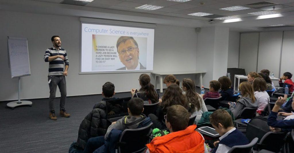 4000 de tineri au dat viață personajelor din Minecraft la Hour of Code