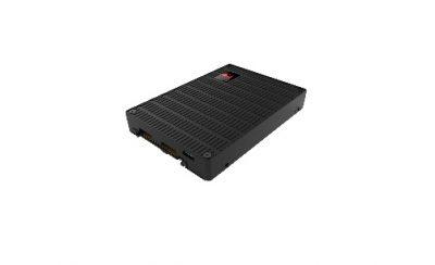 CES 2018: Kingston prezintă noile soluții SSD  •Demo-uri ale soluțiilor SSD pentru clienți și companii, de la M.2 până la hub-ul U.2 7-în-1 pentru noile generații de MacBook •Extindere spre soluții integrate; Stick-uri USB criptate