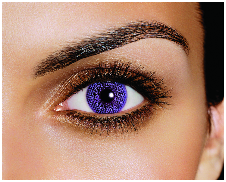 Lentilele de contact violet, alegerea celor care își doresc să fie în tendințele anului 2018