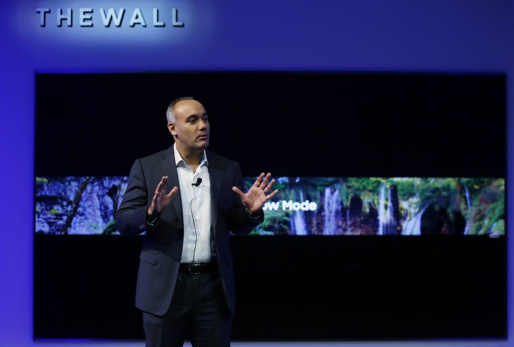 """Samsung a lansat """"The Wall"""", primul televizor modular MicroLED din lume, cu diagonala de 146 inci"""