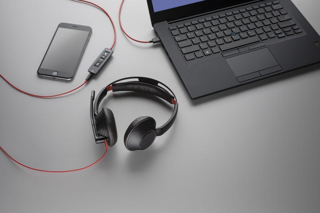 Plantronics Blackwire 5200 UC, căştile care-ţi vorbesc, sunt disponibile în România
