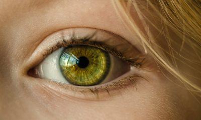 Cele mai frecvente greșeli pe care le fac utilizatorii lentilelor de contact