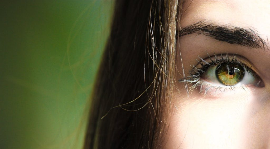 Trucuri simple și rapide pentru calmarea ochilor obosiți