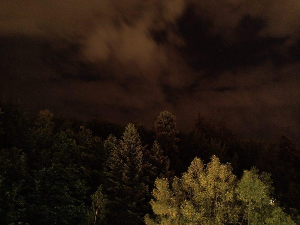 Soul X5 Pro, cameră duală cu software AI pentru fotografii performante pe timp de noapte