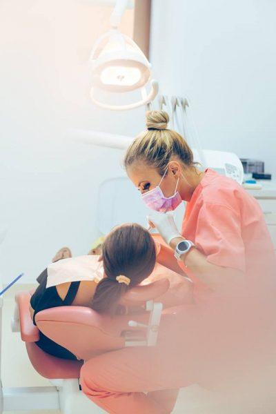 Zâmbet de Hollywood în doar două vizite la dentist,  la Clinica New Dental București