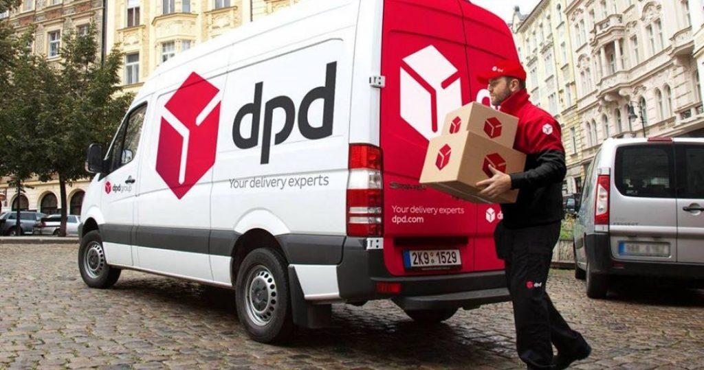 DPD România: Românii achită în medie 350 lei cu cardul la livrare