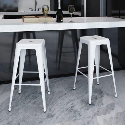 Savureaza bautura preferata stand intr-un scaun confortabil