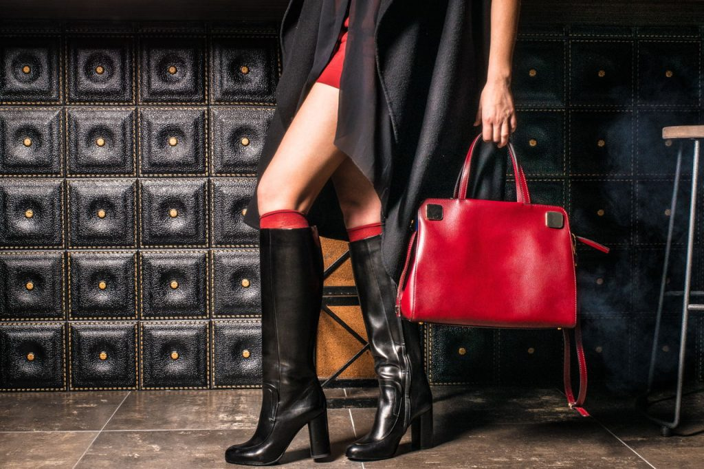 Datele statistice ne confirmă: posetele in topul preferintelor femeilor din Romania in materie de accesorii