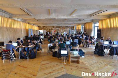 Ultimele zile de înscriere la DevHacks!  Premii în bani sau gadgeturi în valoare de 15.000 Euro