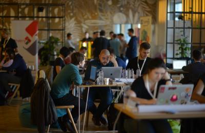 Peste 200 developeri vor fi prezenți la DevHacks cel mai mare hackathon cu impact asupra societății