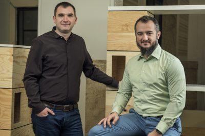 Doi antreprenori dezvoltă un produs digital în premieră pe piața de imobiliare din România, care ajută cumpărătorii să analizeze locuințele din ansamblurile rezidențiale noi