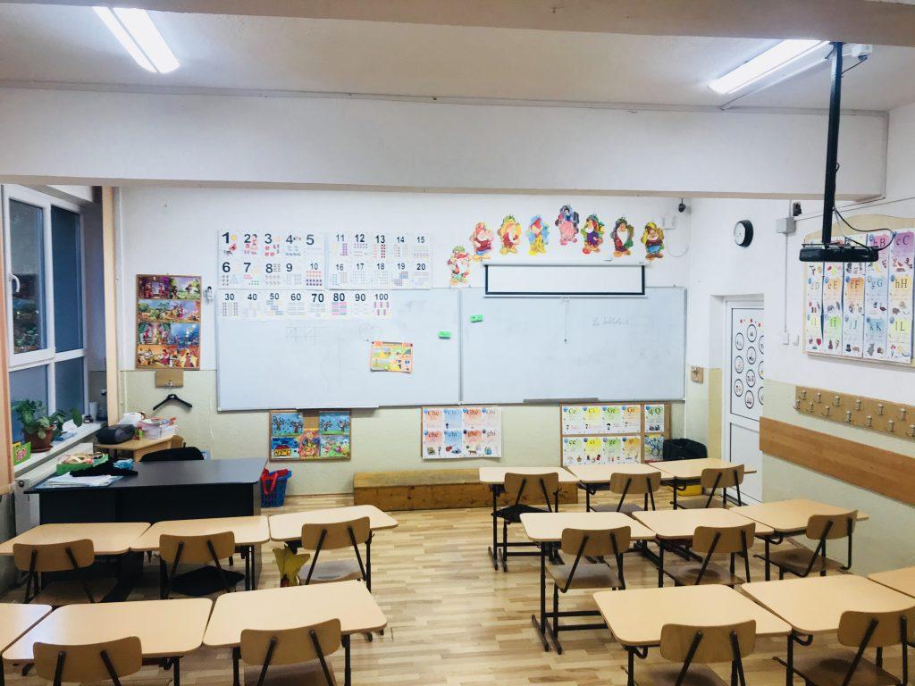 Telekom Romania a implementat o soluţie Smart City în Alba-Iulia: sistem de iluminat inteligent pentru o şcoală gimnazială