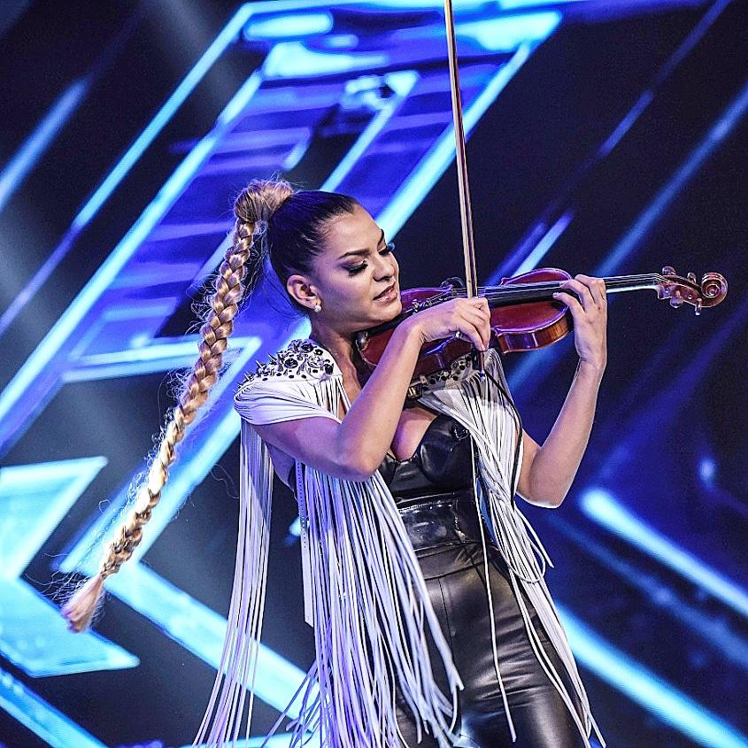 Raluca Răducanu (Fata cu Vioara) reprezintă România în topul celor mai bune momente X Factor Global 2018 alături de concurenți din USA, UK și Italia cu piesa Billie Jean