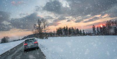 Condusul pe timp de iarnă vi se pare dificil? Sfaturi pentru șoferii cu puțină experiență în șofat
